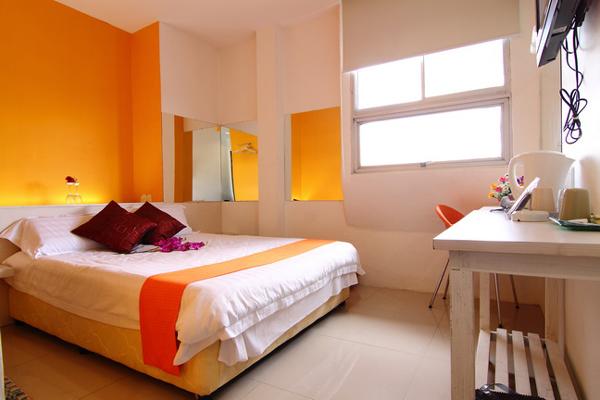 Deluxe Queen Bedroom - RM 100 - Online Booking - RM 80