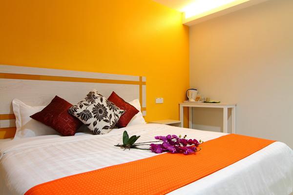 Deluxe King Bedroom - RM 108 - Online Booking - RM 88